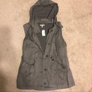 Maurices XL gray hooded vest.   New with tags